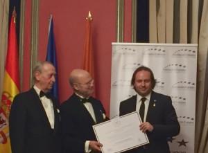 JL condecorado con Medalla Europea al Mérito