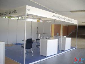 stand modular con tarima y mostrador