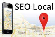 imagen muestra un mapa con un marcador de posición y un smartphone. SEO local para tu negocio en Google