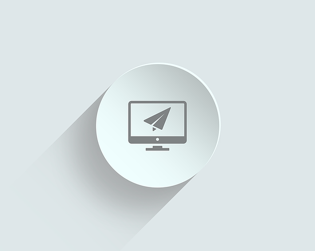 Icono con un monitor y un avión de papel en su interior representando una landing page